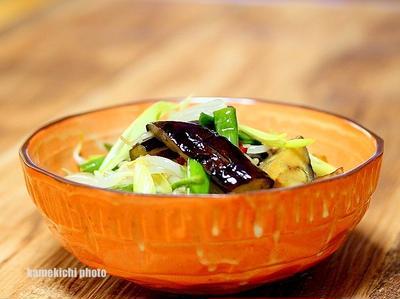 冷やすもよし常温でもよし「炒め茄子の中華風サラダ」&「久しぶりに知人と焼き鳥」スマホ撮影です