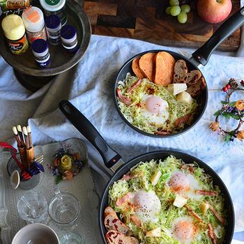 朝のお手軽ワンフライパン料理 キャベツの巣ごもり卵