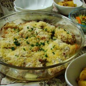 鶏もも肉とじゃが芋のハーブパン粉焼き