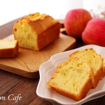 本日のおやつは、りんごパウンドケーキでした♪