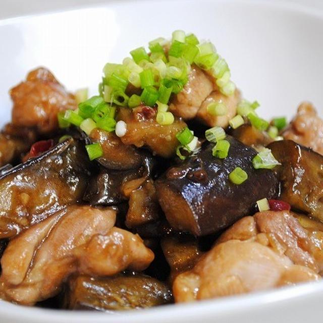 ふんわり柔らかい鶏むねと味がしみたなすが旨い♪ピリ辛コク甘がクセになる♪鶏むね肉となすの甘辛炒め
