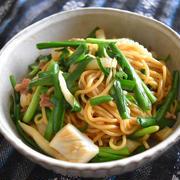 ありもので上海風焼きそば。オイスターソースとニラの風味で食が進む簡単ランチ。