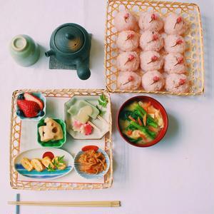 はじめは洋食のワンプレート朝ごはんの写真を中心に、薬膳の考え方を盛り込んだ内容を投稿していましたが、...