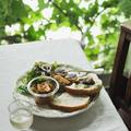 夫のラヴェンダー酵母のパン、マクロビ的 シャドークイーンのコロッケ とかのプレート