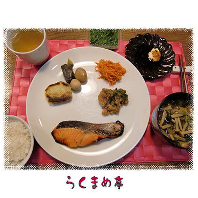 トラウトサーモンの味噌漬け焼き&豚肉の竜田揚げ&ジャガイモ餅&炒めこんにゃくの定食♪フルーツケーキつき♪