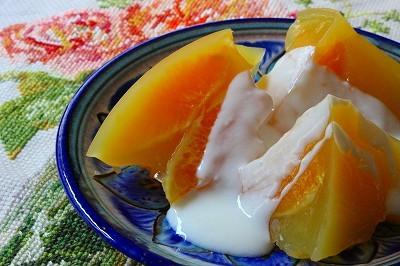 オレンジ寒天のヨーグルトがけ