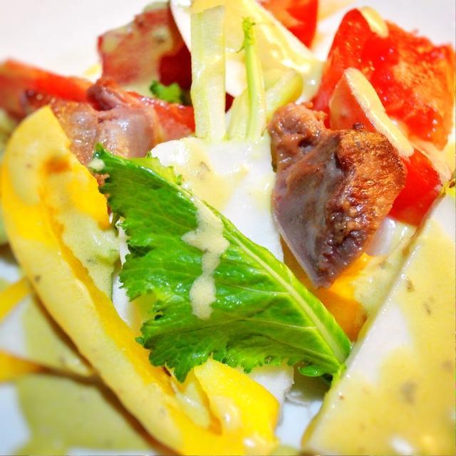 鶏の砂肝とかぶ、赤、黄色パプリカのバーニャカウダ風サラダ