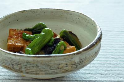lekue「OGYA」で ナスとシシトウと厚揚げの醤油麹煮