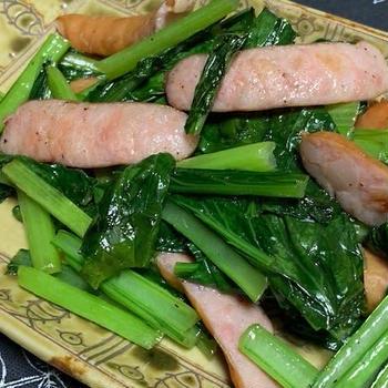 簡単緑黄色野菜料理♡ウインナーとしゃっきり小松菜の炒め物