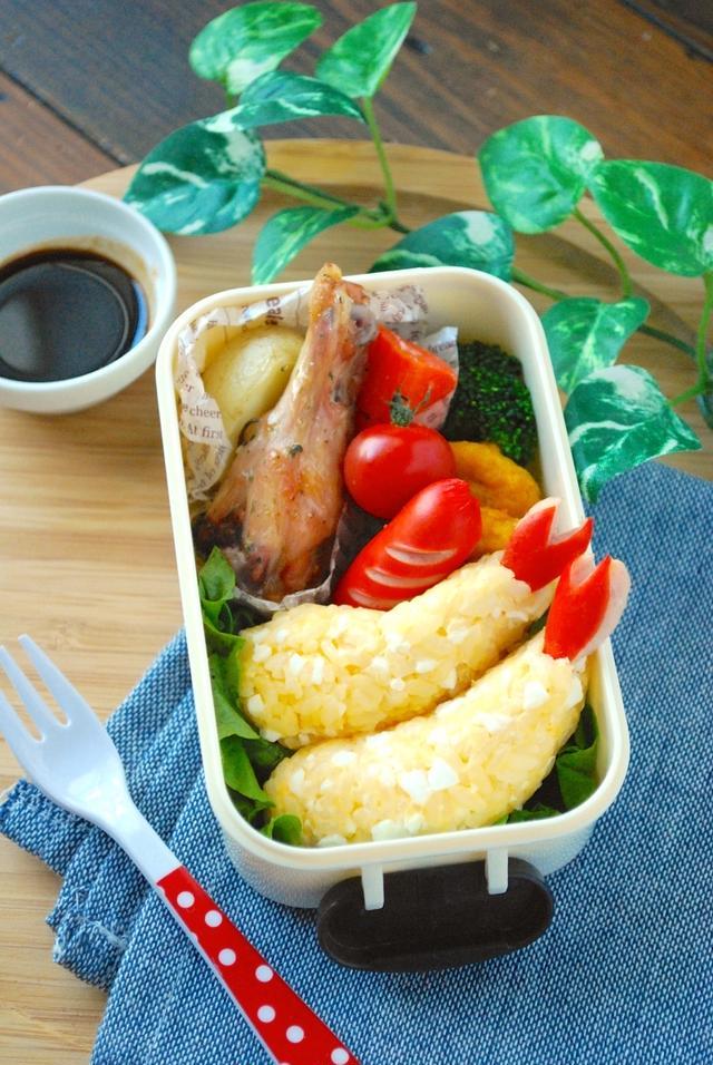 揚げずに本物みたい♩「エビフライおにぎり」は卵×マヨの最強お弁当メニュー!