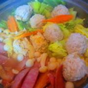 「鶏団子と春キャベツのカレー鍋」
