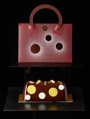 ケーキを入れたハンドバッグは全てチョコレートでできているので、クリスマスパーティーが盛り上がること間...