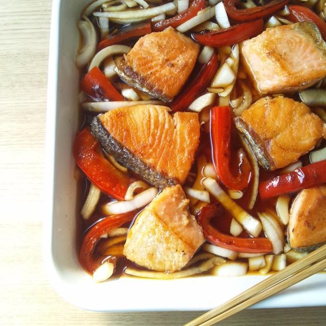 作り置きに、鮭と野菜の焼き南蛮漬け
