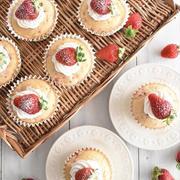 ホットケーキミックスで作ろう!簡単「いちごのカップケーキ」