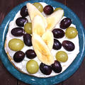 ボリューミーぶどうとバナナの3段ホットケーキ