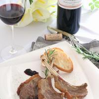 シンプルなラム肉のグリルに、濃厚赤ワイン。