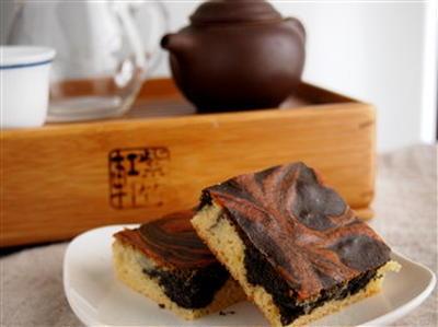 乳製品不使用・黒ごまマーブルケーキ。