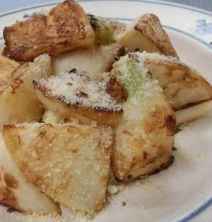 フライパンで焼くだけ♪ コロコロかぶの粉チーズ炒め