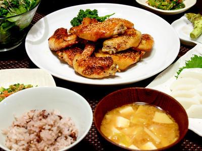 >手羽先のグリル焼き 小松菜の胡麻和えなど by JUNA(神田智美)さん