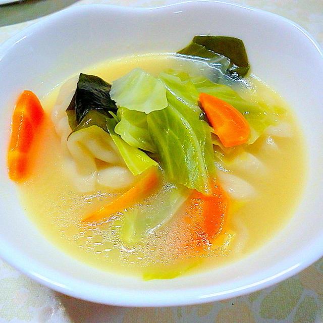 """"""" ワンタン入り白湯スープ """""""