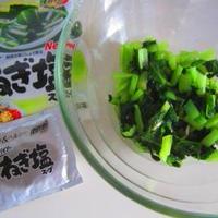 小松菜とわかめのナムル♪黒ごま食パン♪ポテトサラダサンド♪