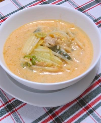 寒い〜夜の晩ご飯に簡単5分あったかスープ!たっぷりもやしとキムチのなめらか豆乳スープ。