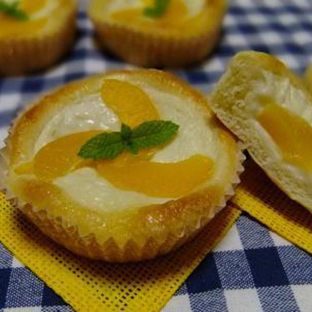 冷やして食べる♪桃とヨーグルトクリームのデザートパン