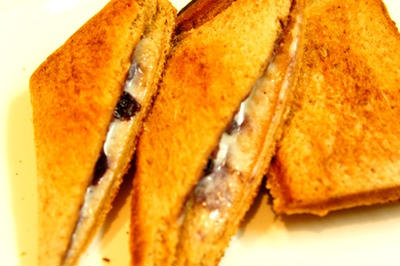 黒胡椒、ブルーベリーととろけるフロマージュのホットサンドで至福の週末ブランチ