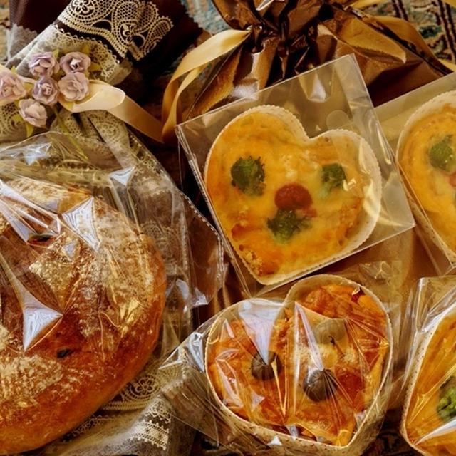 続・バレンタインディナー【③持参の自家製パン3種/ハートのウニ/娘夫婦の部屋から見える富士山】です♪