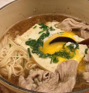 卵がトロケル豆腐鍋