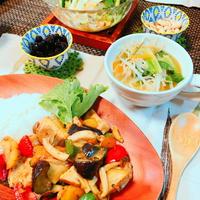 鶏胸肉と野菜のグリーンカレー炒め