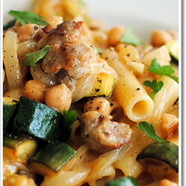 サルシッチャとひよこ豆、ズッキーニのパスタ