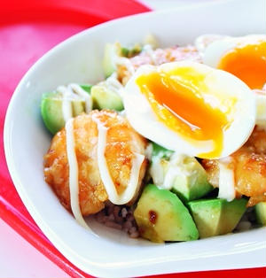 【簡単料理☆】エビとアボカドのマヨ照り焼き丼の作り方・レシピ