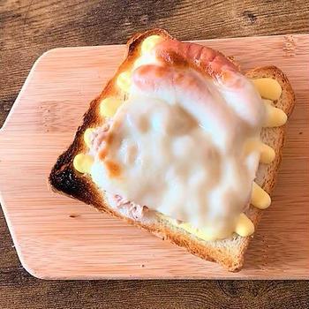 ウインナーとツナメルトサンドイッチうまいです~
