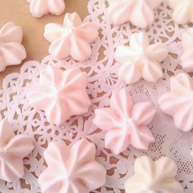 桜のメレンゲ《春のおもてなし・ホワイトデー・ケーキの飾り&卵白消費》