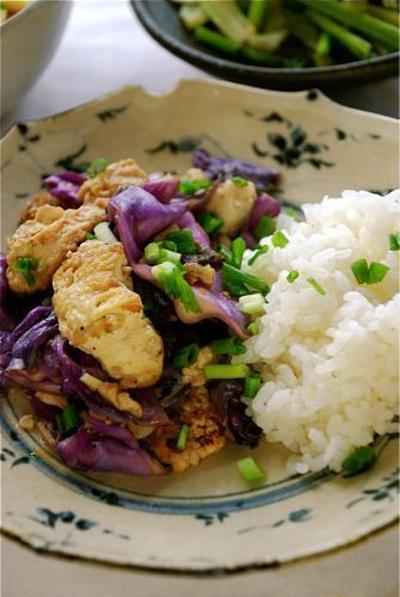 紫キャベツと豆腐の味噌炒め