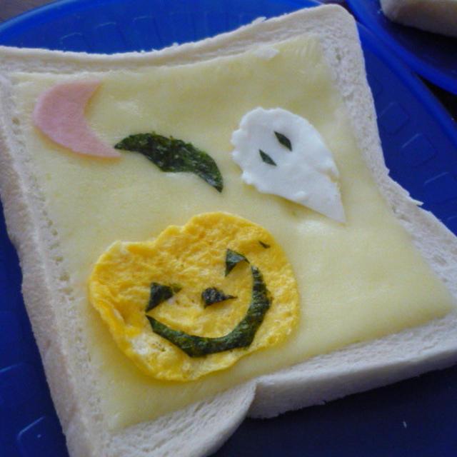 大きいチーズでハロウィンデコトースト♪