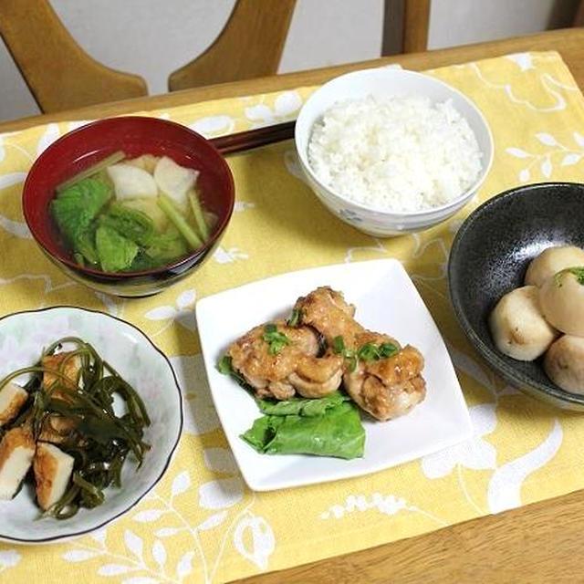 鶏手羽元の梅干しと里芋の含め煮と切り昆布とさつま揚げの煮ものでうちごはん(レシピ付)