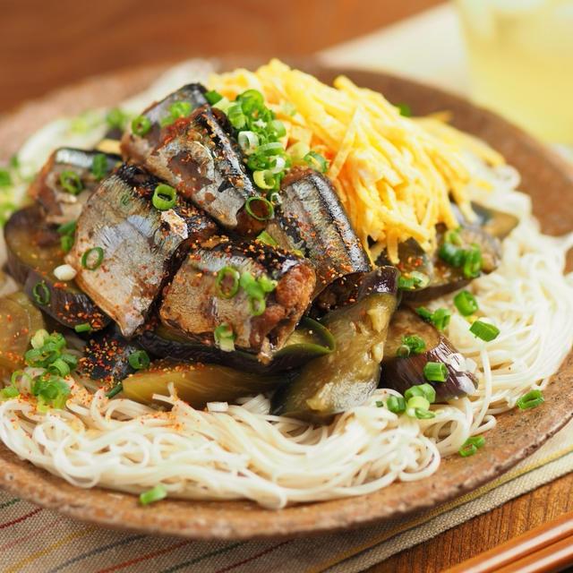 サンマ缶詰の煮魚そうめん、茄子と錦糸卵で具沢山、温冷どちらでもいけます。