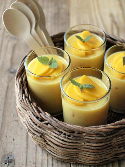 缶詰とジュースでマンゴープリン、的なゼリー。
