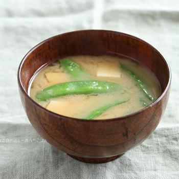 木綿豆腐と絹さやの味噌汁【味噌汁カタログ】