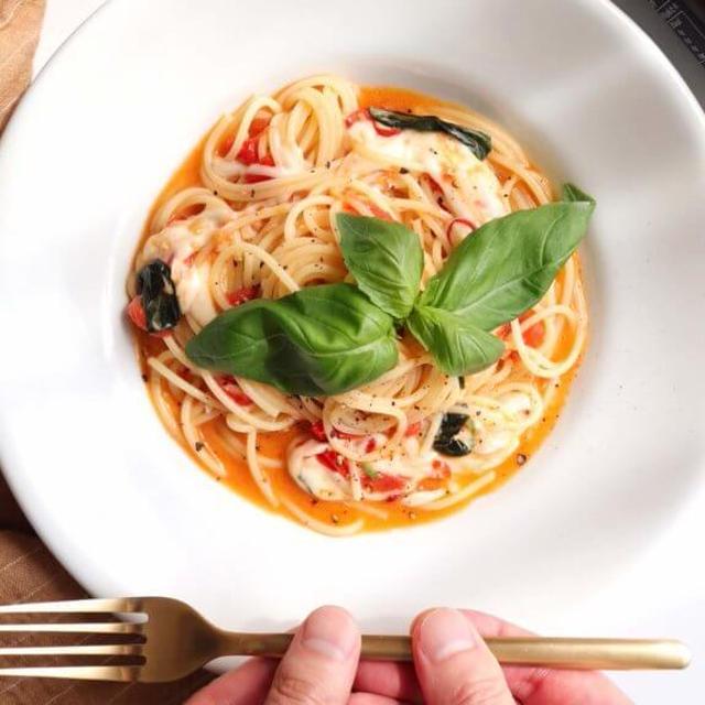 【バジル香る!】モッツァレラとトマトのパスタのレシピ