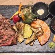 【横浜・みなとみらい】萬屋二平 期間限定 牛ステーキと鎌倉野菜のグリル バンナチュ-ルワイン