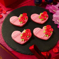 日々の感謝の気持ちをこめて女性男性などを問わずに毎年色々とお世話になっている人にバレンタイにあわせて贈らせていただいているお花をモチーフにしたアイシングクッキ~★2019年はココアクッキーにクローブやシナモンも加えてクッキーをとても香りの良い仕上げにして制作~♪今年もたくさんの人に贈らせていただきました~★「クローブにシナモンも香る♪いつもありがとう☆おつかれさまバレンタインのココアクッキーdeアイシングクッキー」【レシピ 1809】【スパイス大使】