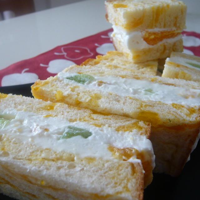 さっぱりクリームのオレンジフルーツサンド