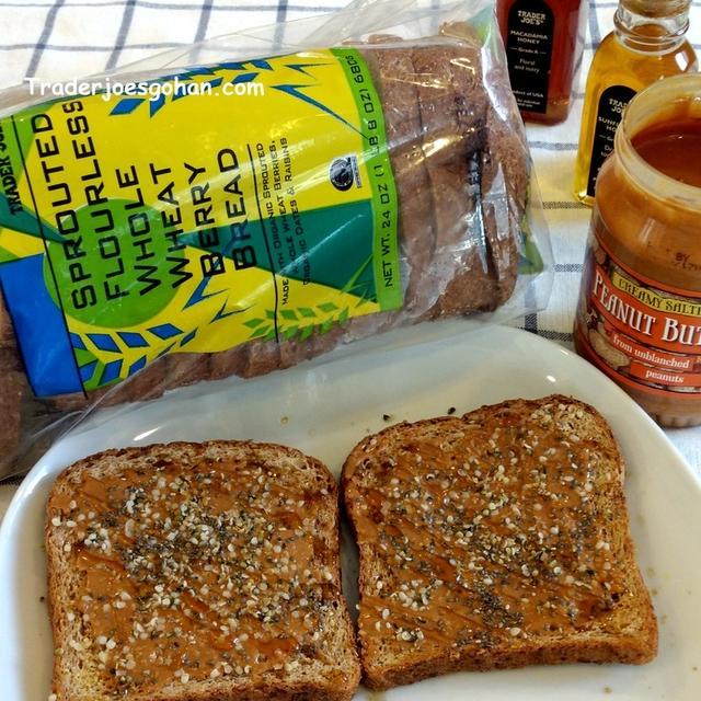トレジョ フラワーレスのパン Trader Joe's Sprouted Flourless Whole Wheat Berry Bread