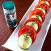 トマトとズッキーニのサラダ、マジョラムドレッシング