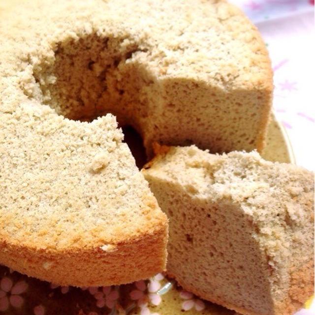 自家製玄米茶で玄米シフォンケーキ。