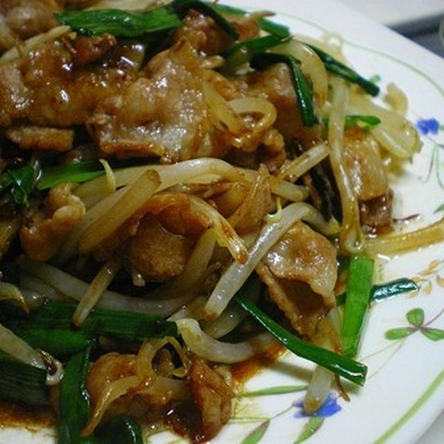 豚バラ肉ともやしとニラのにんにく風味炒め