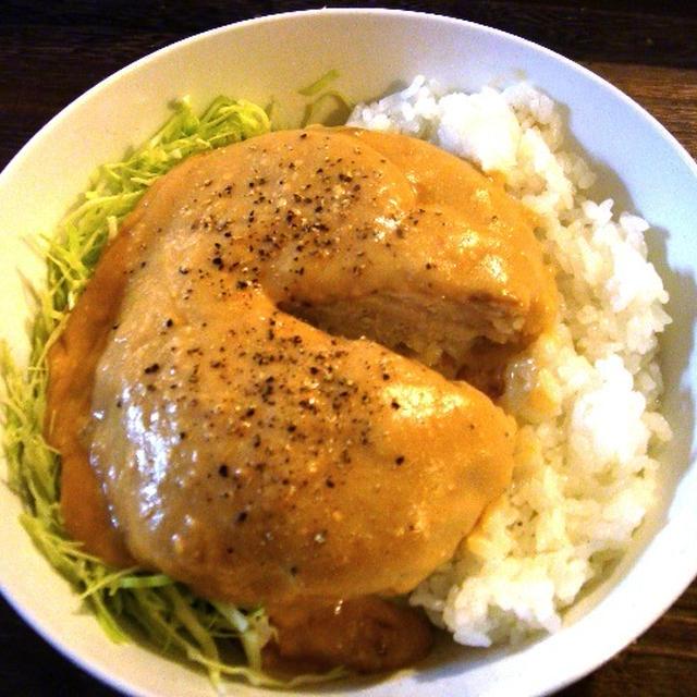 濃厚みそクリ!「チキンハンバーグ丼・みそクリームソース」
